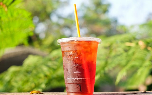Холодный чай лучше, чем холодный кофе в жаркую погоду