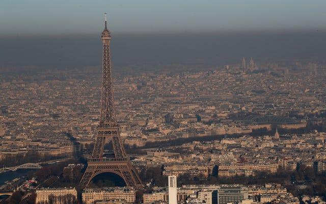El alcalde de París etiqueta los vehículos personales como 'arcaicos' en un impulso para prohibir los automóviles