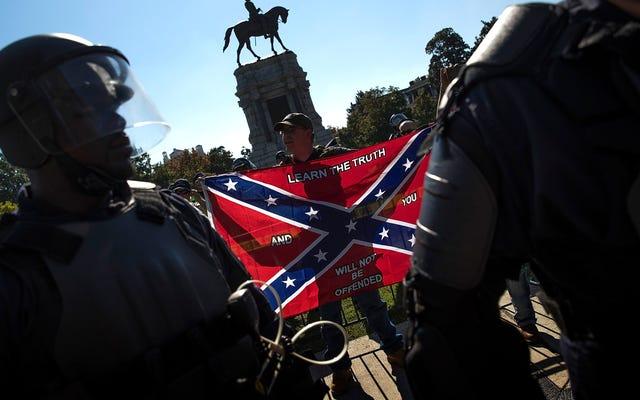 Color Me Shocked: 2 agenti di polizia della Virginia licenziati per legami con le organizzazioni suprematiste bianche