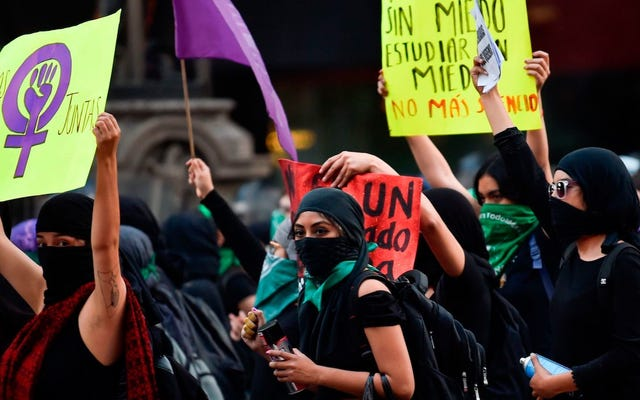 活動家は女性プログラムの削減に続いてメキシコでゼネストを計画している