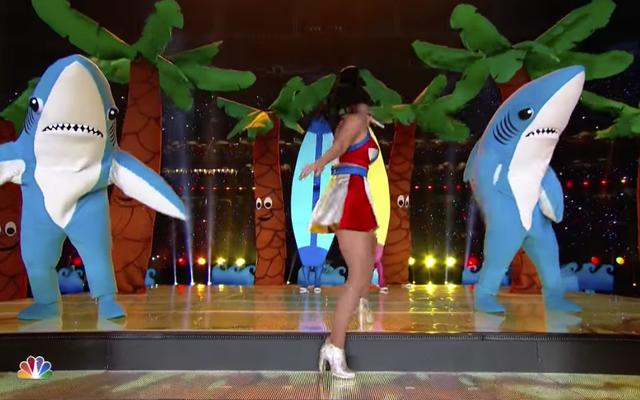 El tiburón izquierdo de Katy Perry ha sido revelado por fin