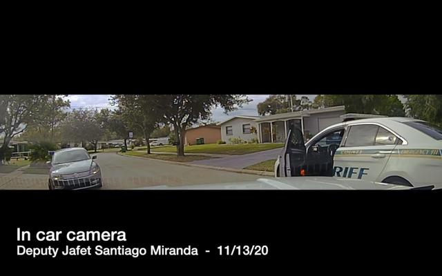 Dashcamビデオは、フロリダ州議会議員による移動中の車両での2人の黒人10代の致命的な銃撃を示しています