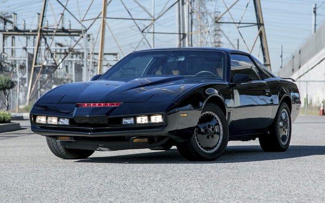 Walcz z przestępczością w LA dzięki tej niemal idealnej replice samochodu KITT firmy Turo