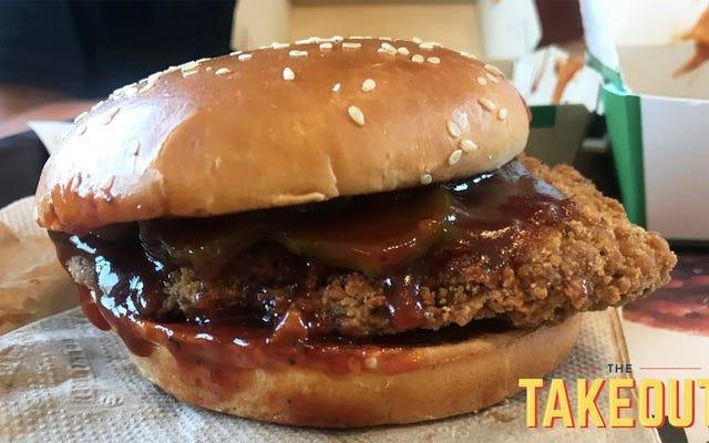 แซนวิชไก่บาร์บีคิวรสเผ็ดของ McDonald ได้รับถ้วยรางวัลจากการเข้าร่วม