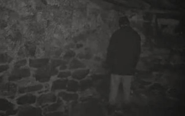 Consideremos todos los horrores invisibles en el sótano recién descubierto de esta mujer.