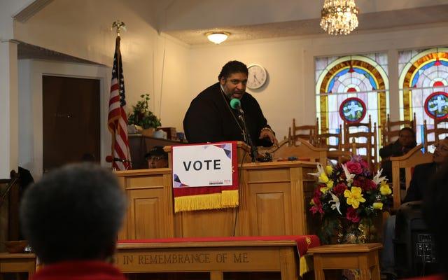 ग्रामीण जॉर्जिया में, रेव विलियम बार्बर ने ट्रम्प और उनके समर्थकों को छद्म ईसाई धर्म का समर्थन करने के लिए नस्लवाद का समर्थन करने के लिए प्रेरित किया