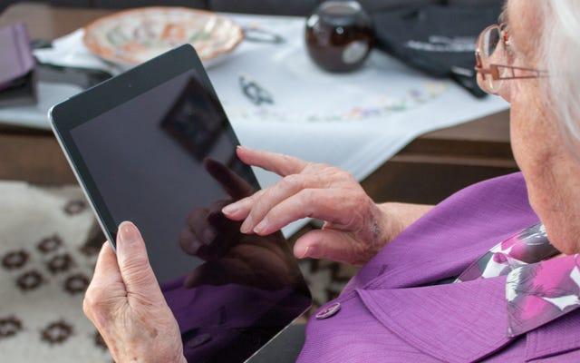 コロナウイルスの発生時に高齢者の親戚や友人を助ける方法