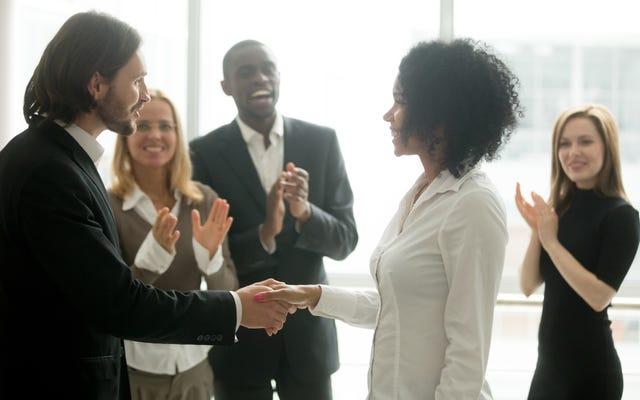 お金を稼ぐ:世界で最も成功している女性の中には、あなたに自分の価値を知ってもらいたい人がいます