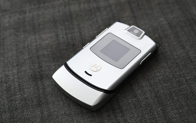 MotorolaがRazrを1,500ドルのBendyPhoneとして復活させるのは悪い考えですが、私は地獄のように興味があります