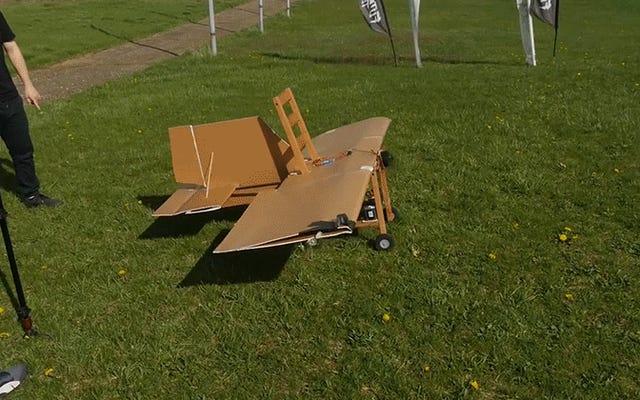 椅子を段ボールと交換部品でRC飛行機に変えることは究極のIkeaハックです