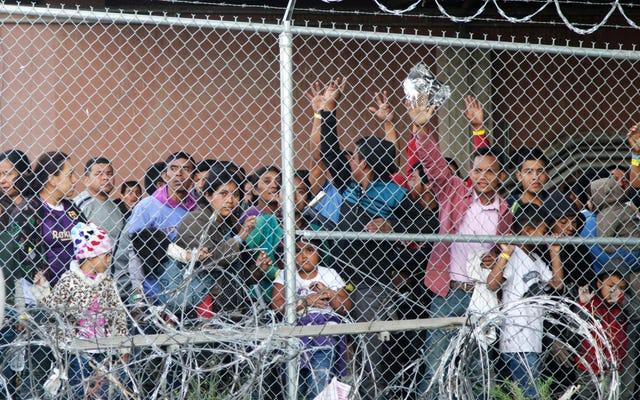 トランプ政権は、より多くの移民をケージに留めるためにFEMA災害救援金を流用します