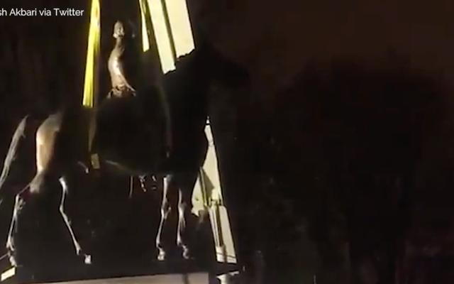रात के अंधेरे में, मेम्फिस, टेन्न में 2 कॉन्फेडरेट मूर्तियों, नीचे आओ