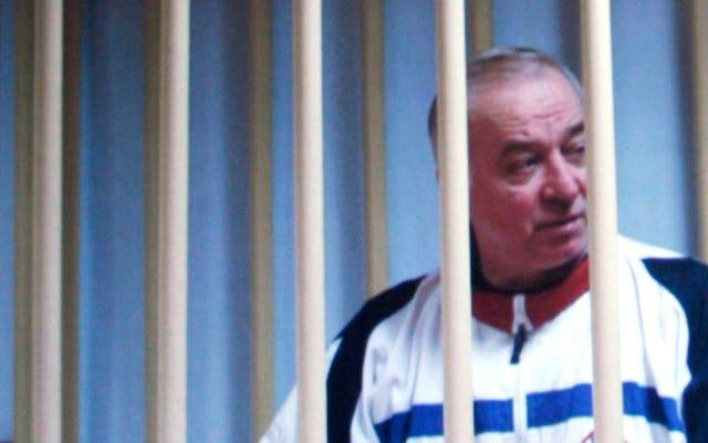 ノビチョクで毒殺された元スパイ、セルゲイ・スクリパルが病院から解放されたが、まだ回復中
