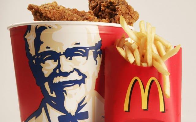 फ्राइड चिकन खाते हुए आपने हमेशा उस आदमी की सच्ची कहानी देखी: कर्नल सैंडर्स