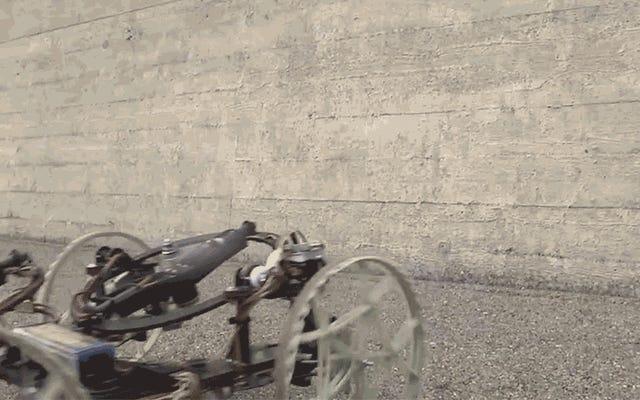 ディズニーの新しいローリングロボットがヤモリのように壁を登る