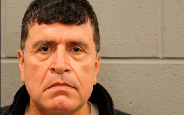 Un ex capitano della polizia di Houston è stato arrestato per aver avvicinato un riparatore e essersi puntato una pistola alla testa per false dichiarazioni di voto