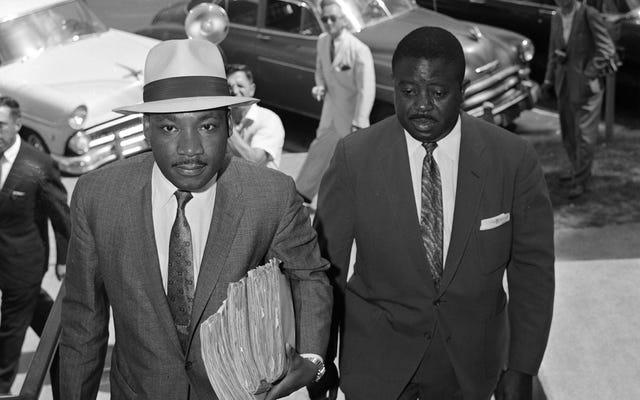 Poświęć chwilę na dr Martina Luthera Kinga Jr., a potem ciesz się dzisiaj klasykami Jalopnika