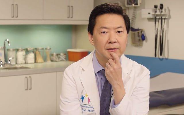 Le Dr Ken Jeong passe en revue un grand nombre d'autres médecins de la télévision et du cinéma