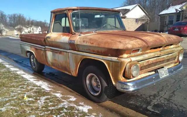 Cette Chevrolet C10 1965 n'a pas de rouille et coûte 14000 $