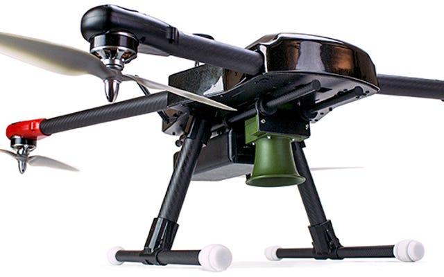Uno spaventapasseri non può competere con questo drone predatore di uccelli