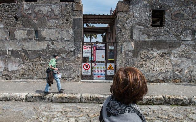 Seolah Gunung Berapi Belum Cukup Buruk, Kini Pompeii Menghadapi Para Wisatawan