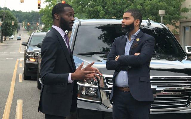 若くて黒く進歩的な:Chokwe AntarLumumbaとRandallWoodfinは、アラバマ州バーミンガムでそれを切り刻みます。