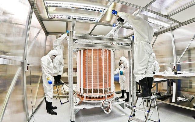 암흑 물질 탐지기로 놀라운 중성미자 관찰