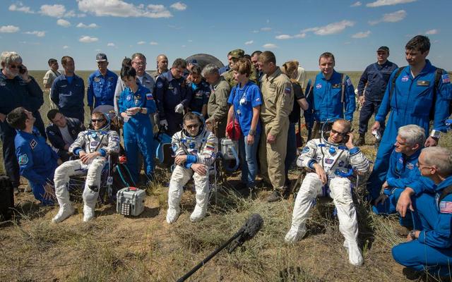 Los astronautas aterrizan de nuevo en la Tierra después de 186 días en el espacio