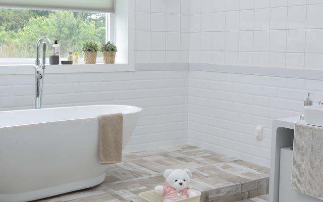 หากคุณมีเวลาทำความสะอาดเพียงห้องเดียวก่อนที่แขกจะมาถึงให้ทำให้เป็นห้องน้ำ