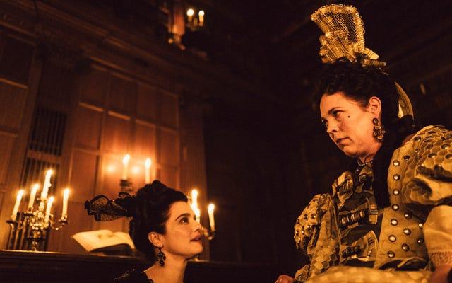 The Favourite es un drama de vestuario de lengua afilada con un borde delirante y desorientador