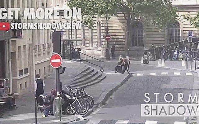Regardez l'acteur de Crazy-Ass Tom Cruise jeter une BMW Série 5 E28 et s'écraser dans la merde à Paris