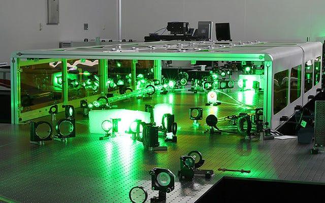 中国の物理学者は、真空を破り、物質を反物質から分離できるほど強力なレーザーに取り組んでいます