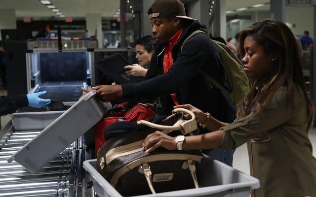 靴を脱いで、おやつを脱いでください:TSAはすべてを探しています