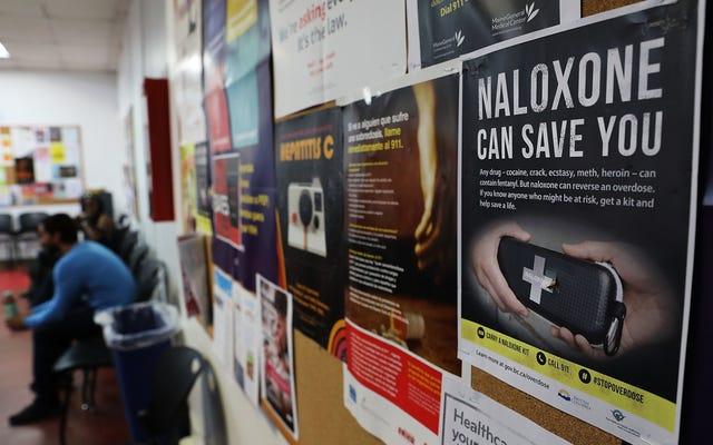 オピオイド過剰摂取解毒剤ナロキソンのジェネリック版がFDAの承認を受けました