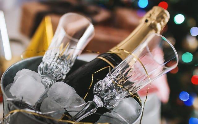 残ったシャンパンを冷蔵庫に保管しないでください