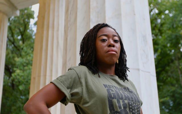 สำหรับหญิงรับใช้ Dreadlocked การต่อสู้เพื่อการยอมรับเป็นทั้งการต่อสู้ทางทหารและพลเรือน