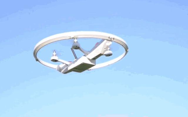 Zyro là một trò chơi mà máy bay không người lái biến thành quả bóng tennis