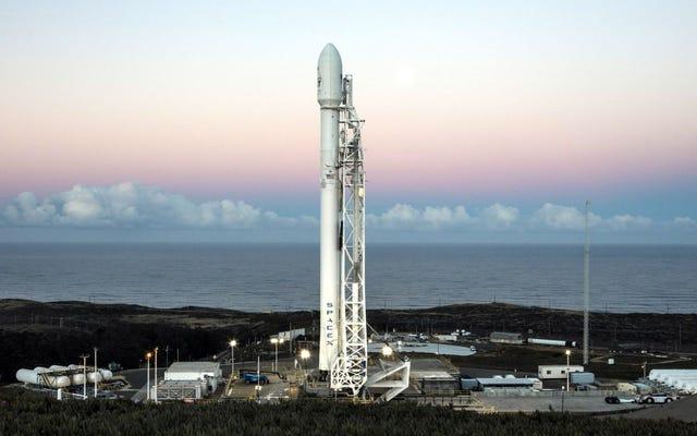 Regardez la deuxième tentative de SpaceX pour lancer des satellites Internet expérimentaux en direct ici [Mise à jour]