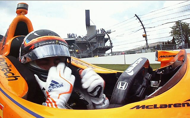 Fernando Alonso fuori Indy 500 dopo un guasto al motore Honda
