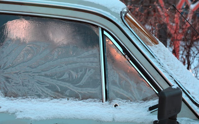 Cómo evitar que su parabrisas se agriete este invierno