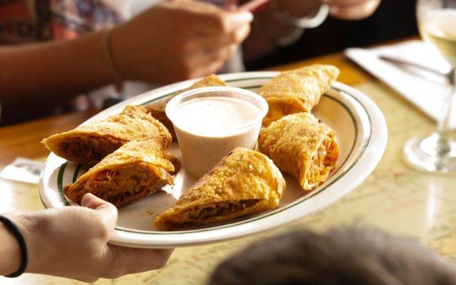 Роллы с ребрышками - аппетитная закуска, которую Южная Флорида будет защищать до смерти