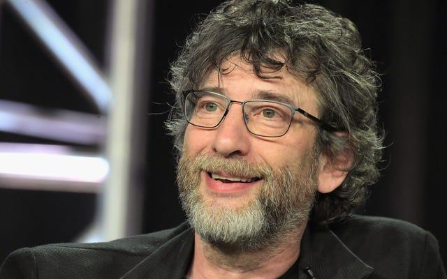 Neil Gaiman souhaite que de bons présages ne se sentent pas si proches de notre réalité