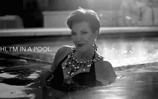 だからクリスジェンナーはプールに入る...