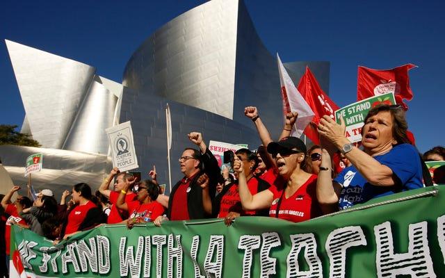 'आई विल सी सी यू क्योंकि आई एम गोइंग टू स्टॉप वर्किंग': कैसे एक लॉस एंजिल्स के शिक्षक ने अपने छात्रों को हड़ताल के लिए तैयार किया