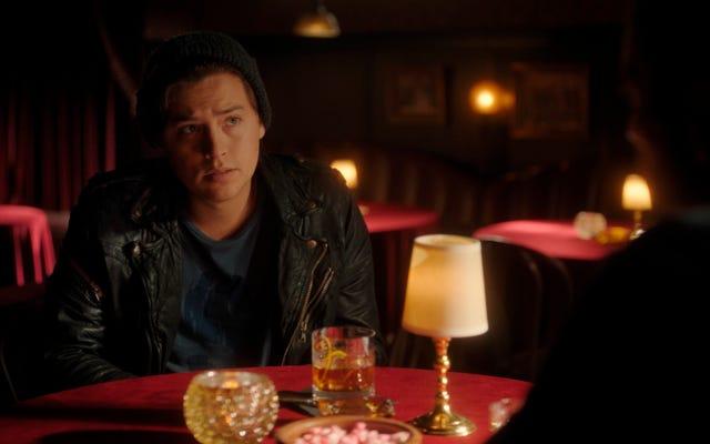 Riverdaleはついにジェリービーンズをこぼし、昨シーズンの大きな謎を解き明かします