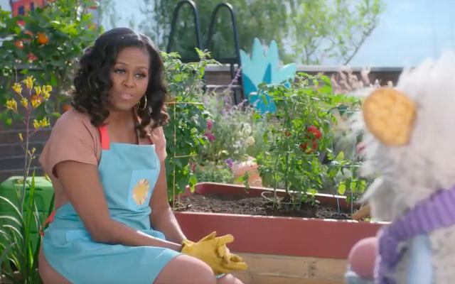 मिशेल ओबामा ने अपने नए शो वेफल्स + मोची पर दिखने के लिए हर लिविंग सेलिब्रिटी को इकट्ठा किया है