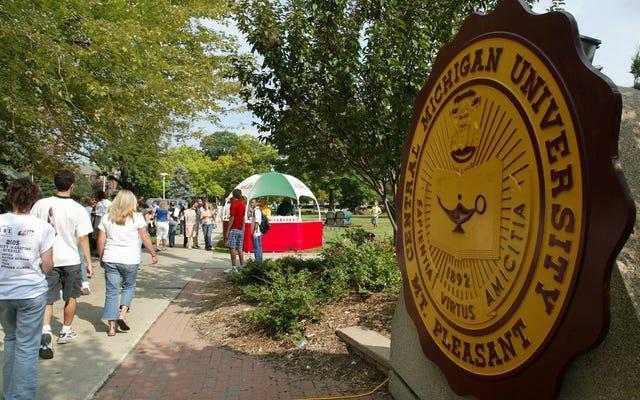 2 người chết trong vụ xả súng ở Đại học Central Michigan; Tay súng vẫn còn lớn