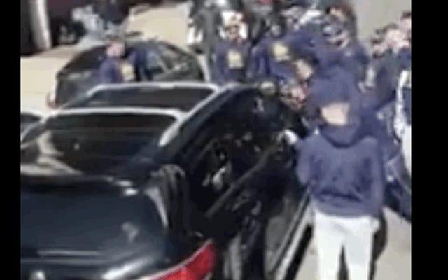 El bloqueo de autos no tiene oportunidad contra el equipo de béisbol