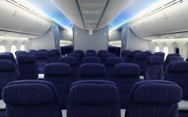 ユナイテッド航空のバスルームにスパイカムを隠したとして告発された男