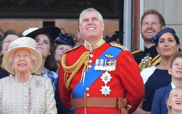 Poiché non potrebbero esserci più scandali pressanti nella monarchia, Buckingham Palace avvia un'indagine sul presunto bullismo di Meghan